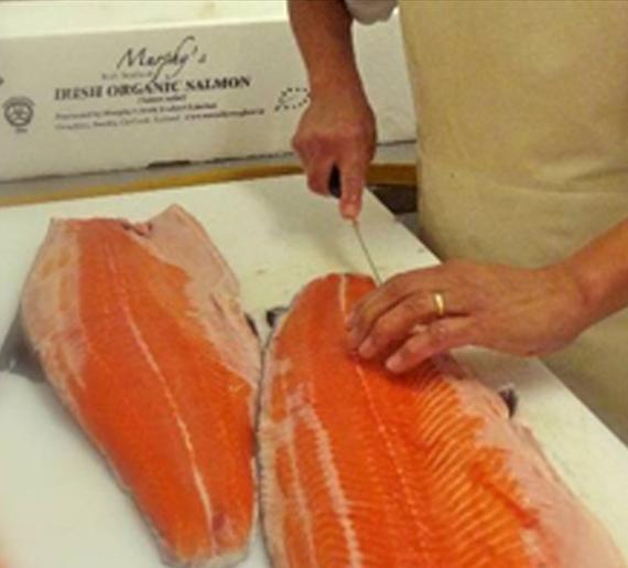 préparation au fumage du saumon